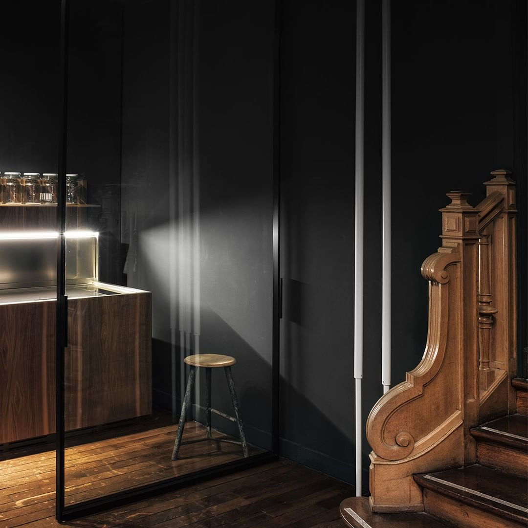 Hardwood floors, a solid oak staircase, intricate mouldings and woodwork. The special, potential place of a vision about to embody itself into the ideal living space. . . . . #boffi #boffidesign #architecture #contemporaryfurniture #decor #designinterior #designfurniture #designinspiration #dream_interiors #furniture #furnituredesign #homeinterior #interior #interiorarchitecture #interiordecor #interiordesign #minimalinterior